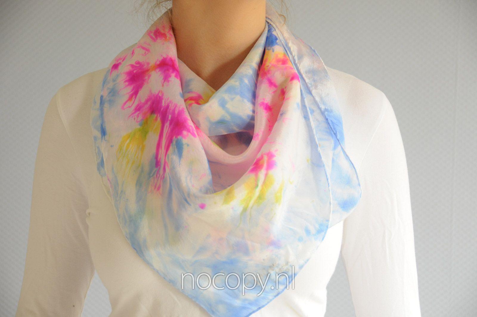 Zomerse happy fluor sjaal van zijde