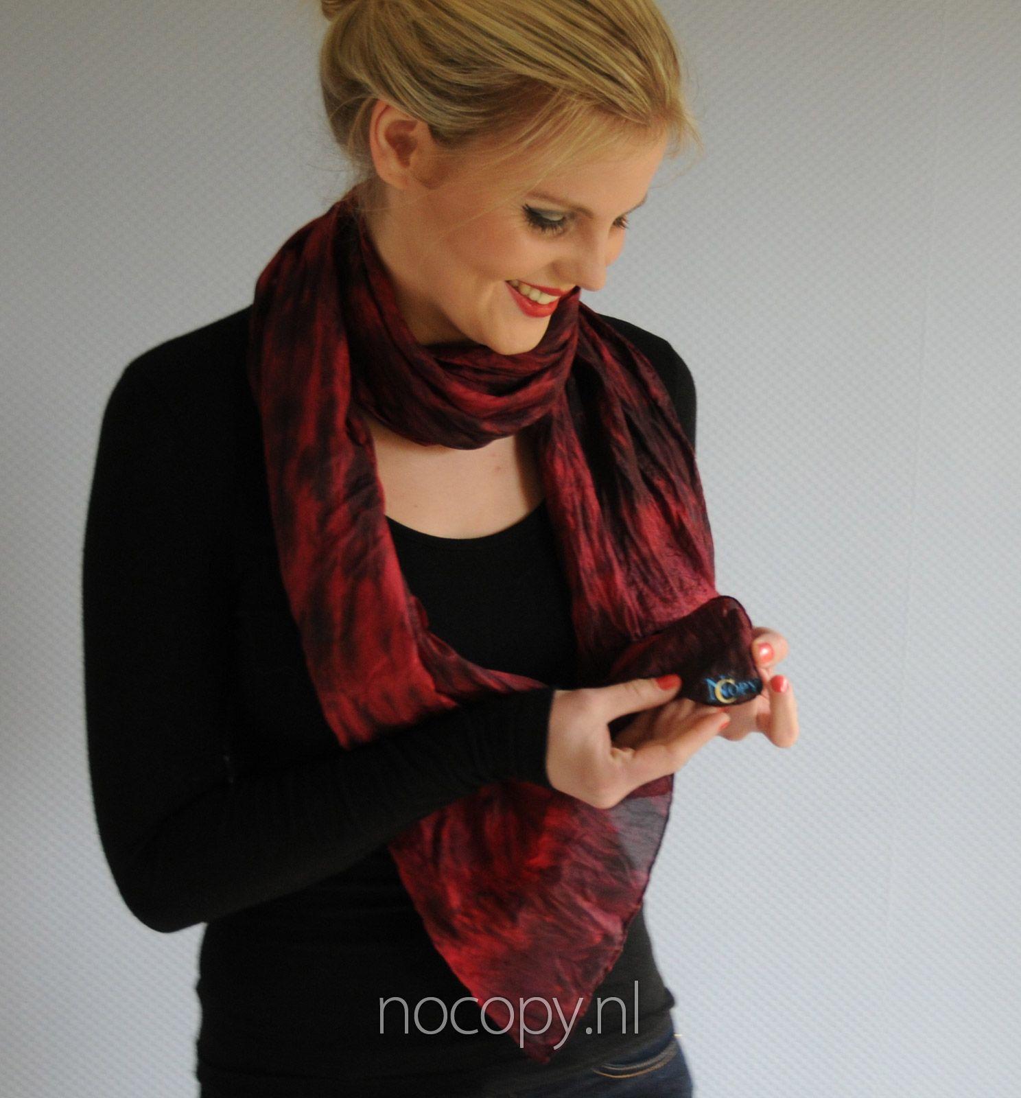 Red hope zijde sjaal
